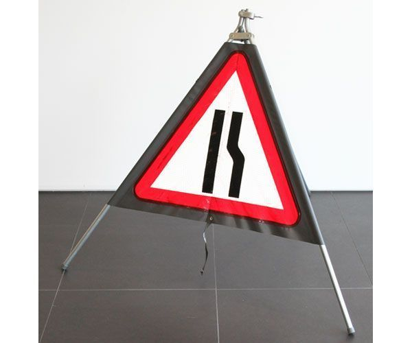 Quazar roll up sign road narrows right hand (600mm)